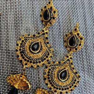 Beautiful gold tone and black gem dangle earrings